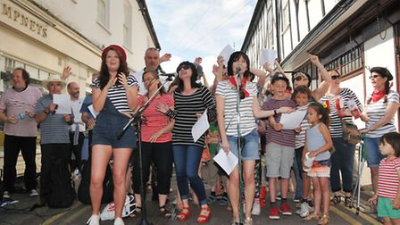 """Buskers perform one last song, ABBA's """"Thank you for the music"""", in tribute to """"the accordion man"""" P"""