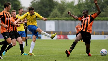 Luke Allen has a crack at goal. Picture: Leigh Page