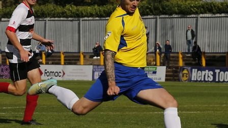 Louie Theophanous finds himself in space and prepares to put the Saints onto the Wembley trail