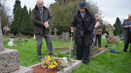 Flowers are laid by Verulam Golf Club captain Bryn Aldridge and Pat Fulton from the Samuel Ryder Fou