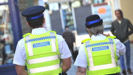 Police are searching to find a gang of youths who attempted to rob a man in his 20s