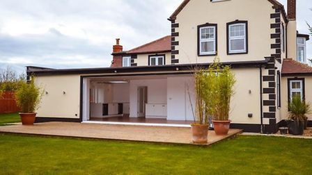 The Punch Bowl House, Redbourn Road, St Albans, AL3 6RP Guide Price £1,200,000 Stunning newly refurb