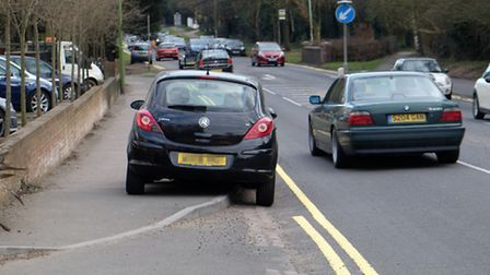 A car parked on Watling Street prevents double yellow lines from being painted so a single yellow li