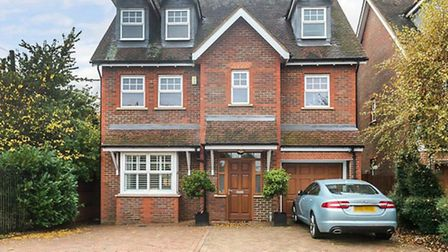 Hilltop Walk is located on the south eastern side of Harpenden and enjoys great local facilities fro
