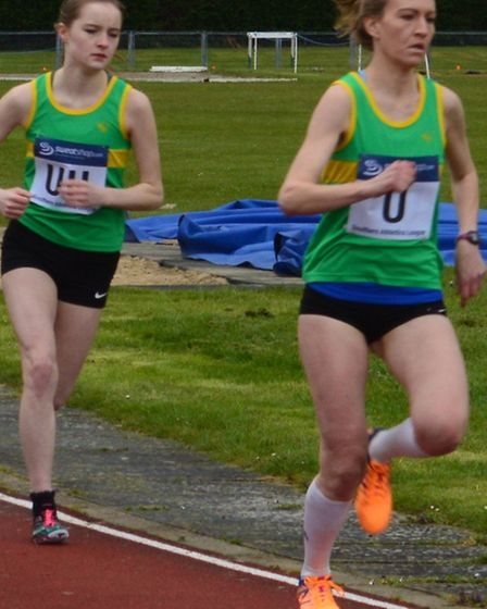 Nicole Covell (left) and Siobhan Skinner (right) of Hunts AC in the 800m.