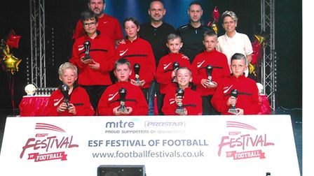 Hemingford Black Under 10s pictured with former England international Danny Murphy and ex-England La