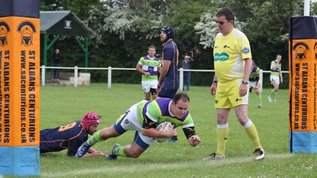 Scott Clewlow scores his second try