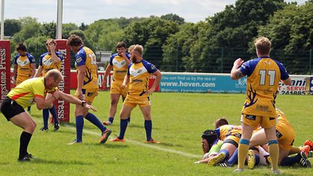 Mike Hollister scores St Albans first try