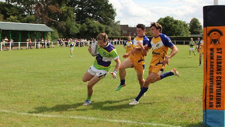 Sam Allen scores the first of his two tries against Hemel Stags. Picture: DARRYL BROWN