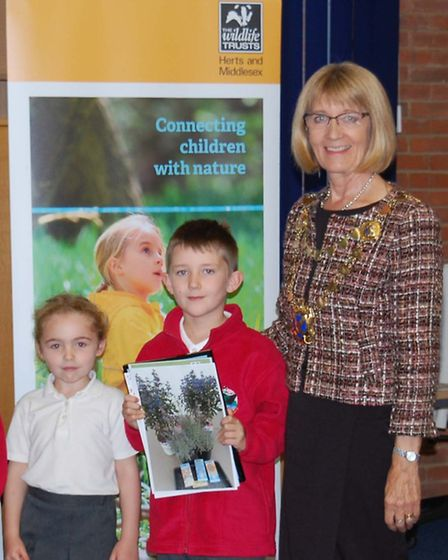Mayor with pupils from Redbourn School