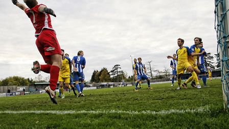 Tom Bender's header beats Tom Lovelock. Picture: LEIGH PAGE