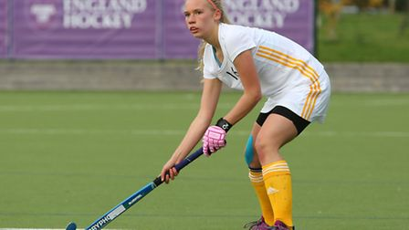 Maddy Davies (16) of St Albans Hockey Club playing for Saxon Tigers GU18's at the Futures Cup.