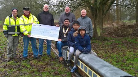 Rotary club hands over £500 to railway project.