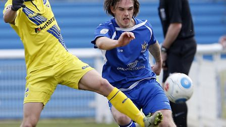 Tom Bender picked up a shoulder injury early against Wealdstone. Picture: LEIGH PAGE