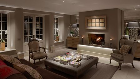 To create the mood, the lighting designer used a clever combination of 1W uplights, downlights, lamp