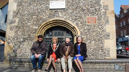 St Albans mayor Frances Leonard and members of the civic society and archaelogical society.