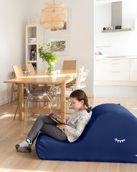Blue whale childrens reading armchair 197. www.paparajote.com