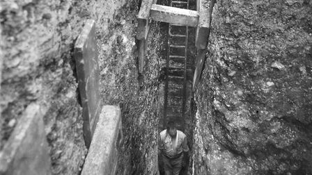 Newspaper pictures from the 1930s excavation