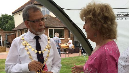 St Albans mayor Mohammad Iqbal Zia joined The St Albans and District Footpaths Society for their 50t