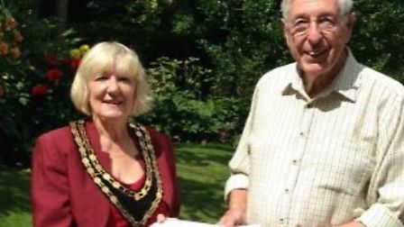 Derek Bunting was awarded first prize in Naturally Royston's front garden competition by mayor Vera