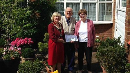 Mayor Vera Swallow awarded second prize to Lesley Hutchins pictured with her husband.