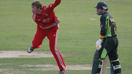 Rob Sayer bowling for England against Pakistan in the Under 19 World Cup of 2014.