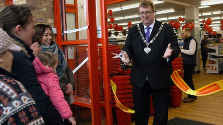The Mayor of Ramsey opening the Poundstretcher