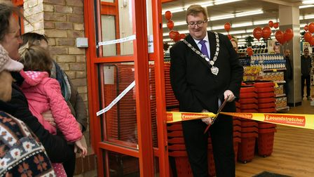 The Mayor of Ramsey opening the new Poundstretcher.