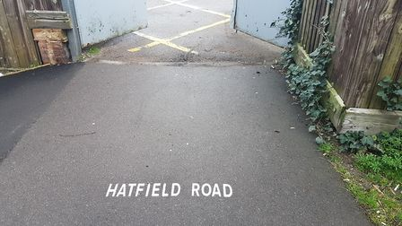 The sign showing people towards Hatfield Road from the Alban Way.
