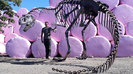 The-dinosaur-is-more-than-20ft