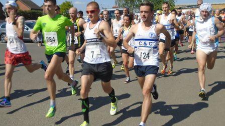 The runners, including winner Kenneth Nugent (284) and runner-up Dave Hudson (7) set off in the St I