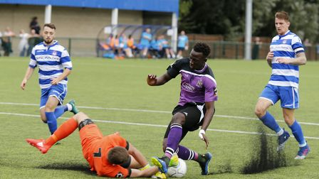 David Moyo is denied by Craig King. Picture: LEIGH PAGE