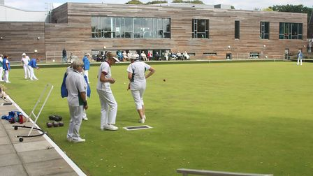 Bowlers and crowds alike enjoying the sunshine as Batchwood hosted the district finals.
