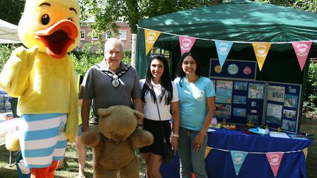 From left to right: Puddle the Duck, Harpenden town mayor cllr David Heritage, Ravneet Bermi and Pud