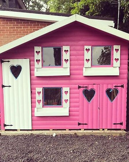 "A lick of paint transformed a regular wooden playhouse into a ""princess palace"". Picture: @luisaziss"