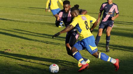 Solomon Sambou stretches the Dulwich defence. Picture: LEIGH PAGE