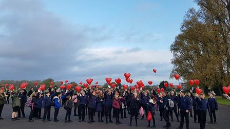 Ernulf pupils release balloons to remember Great War sacrifice.