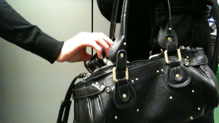 Herts police are warning of an increase in purse dipping and thefts of valuables in St Albans city c