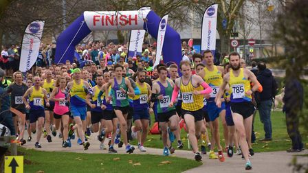 St Albans Striders pack the leading positions at the start of the Hatfield 5. Picture: Richard Under