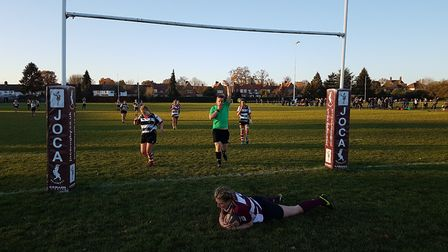 Hannah Lloyd's try on the last play paved the way for a dramatic win for Welwyn Ladies against Harpe