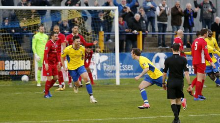 Tom Bender celebrates a christmas cracker of an opening goal. Picture: LEIGH PAGE