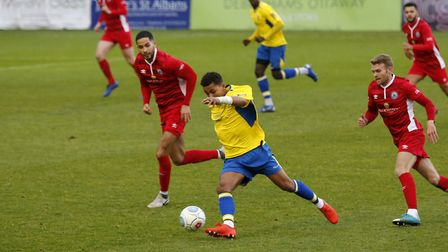 Zane Banton drives through the midfield. Picture: LEIGH PAGE