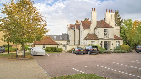 Bragbury House, in the hamlet of Bragbury End, is a two bedroom apartment in a Grade II listed conve