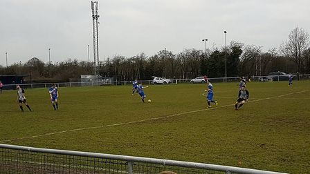 London Colney hosted their neighbours from just down the A414, Colney Heath, in a much-anticipated S