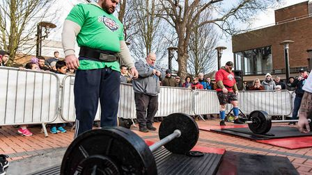The UK's Strongest Man preview event in St Albans saw a deadlift showdown between Pa O'Dwyer and Sea