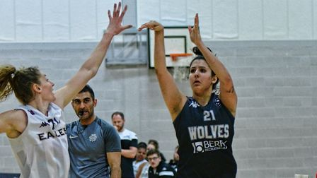 Roya Rustamzada in action for Oaklands Wolves against Newcastle Eagles in the WBBL. Picture: LELLO A