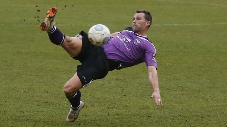 Ben Herd tries his luck from range. Picture: LEIGH PAGE