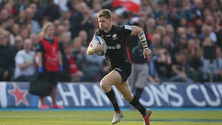 David Strettle of Saracens races through to score in the Heineken Champions Cup game between Saracen