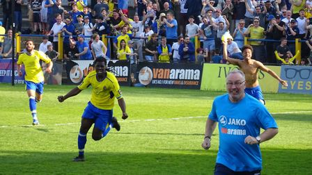 Wild scenes, including manager Ian Allinson, as St Albans City win late against East Thurrock United