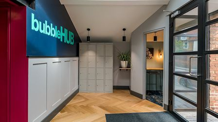 BubbleHUB's stylish entrance area houses client lockers and a private space for making phone calls.